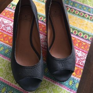 Lucky brand 7.5 Issa 2 open toe wedges